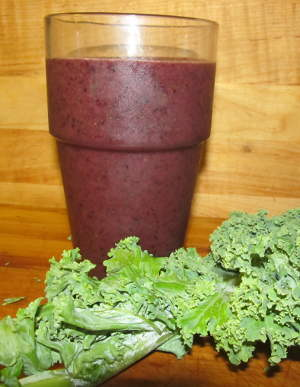 kale blueberry smoothy